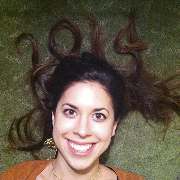 Woman Took The The Same New Year's Pic For 10 Years And People Noticed She Hasn't Aged A Bit